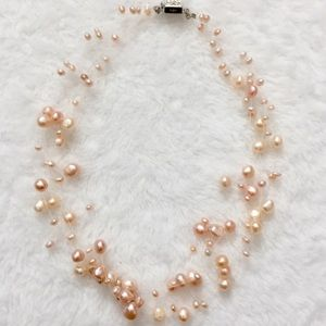 Jewelry - Women's tiny pink pearl necklace